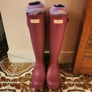 Hunters boots and long socks. Size 6. NEW